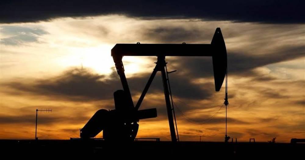 US oil falls below $20 per barrel, its lowest since 2002